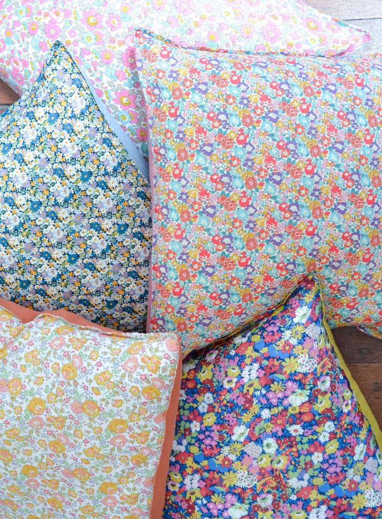 Read more about the article Liberty + Linen Envelope Cushion Cover Tutorial